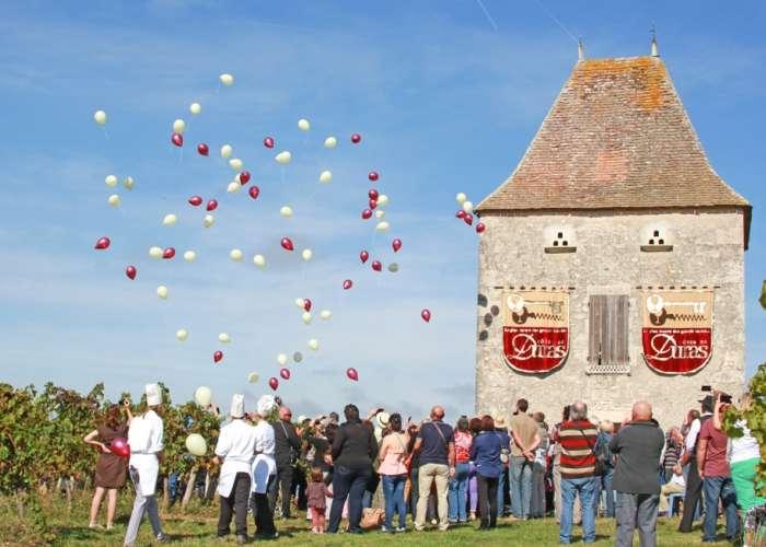 image de Les vendanges d'Antan au pigeonnier Jean de Blanc à Saint Astier de Duras