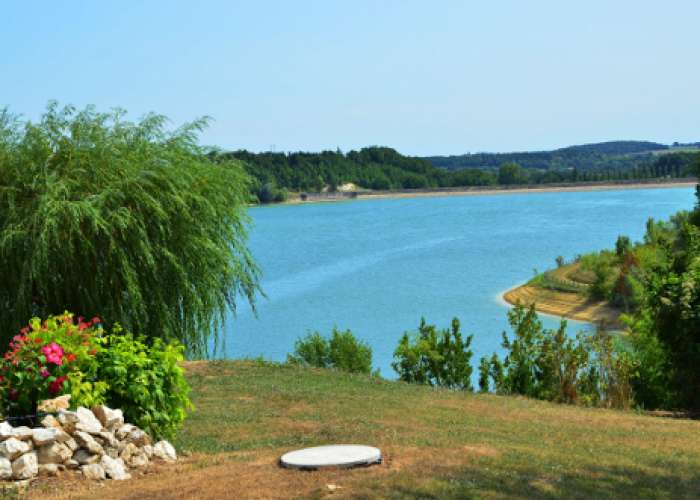 image de Du lac de l'Escourroux vers les coteaux de vignes